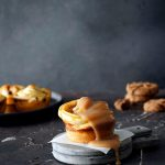 Salted Caramel Cruffins mit Chocolate Cookies